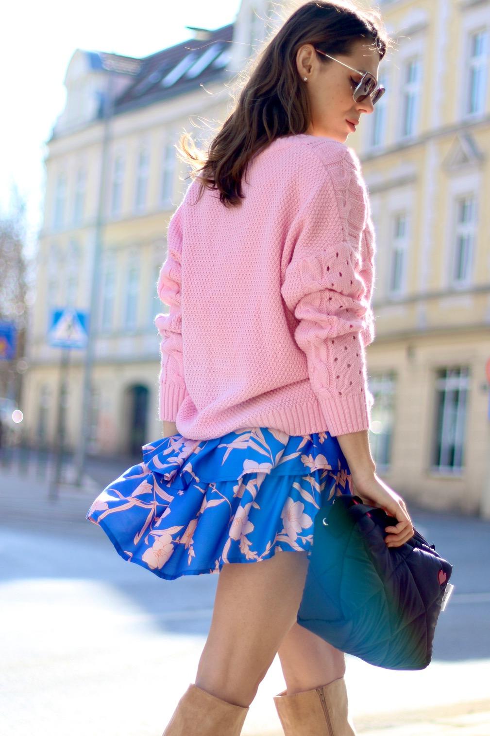 seksowna spódniczka, spódnica, spódnica w kwiaty, moda polska, polscy projektanci, sweterek vka, sweterek, na komunie, sweterek z dekoltem,różowy sweterek
