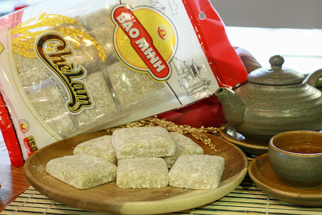 Tuy nhiên, chè cũng có thể được dùng chỉ một món kẹo đặc sản của các tỉnh thành miền Bắc, gọi là chè lam. Chè lam làm từ bột nếp, gừng và mật mía, ăn dai dai, thơm thơm. Mặt khác, chè cũng có thể dùng để chỉ một thức uống rất quen thuộc với người Việt là trà - được làm bằng cách ngâm lá, chồi hay cành cây trà (cây chè) trong nước sôi.