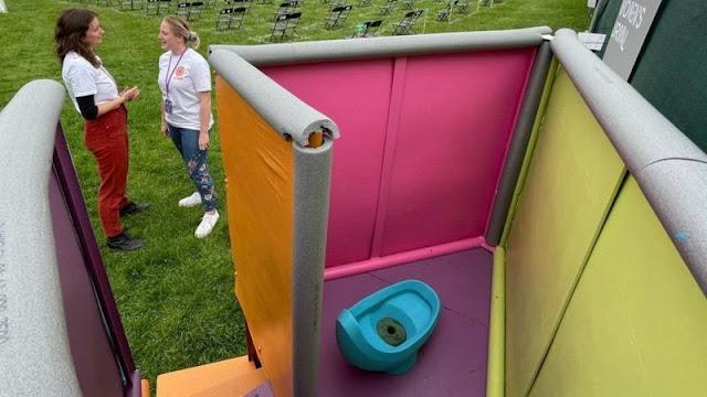 У Британії тестують пісуар, який зменшить чергу в жіночий туалет