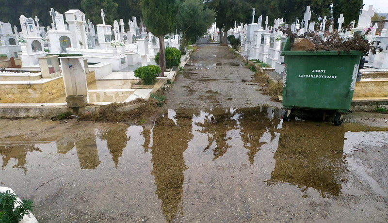 Εικόνες ντροπής στο Β΄ Κοιμητήριο Αλεξανδρούπολης. Στη δημοτική αρχή ακούει κανείς ή ασχολούνται μόνο με βιντεάκια;