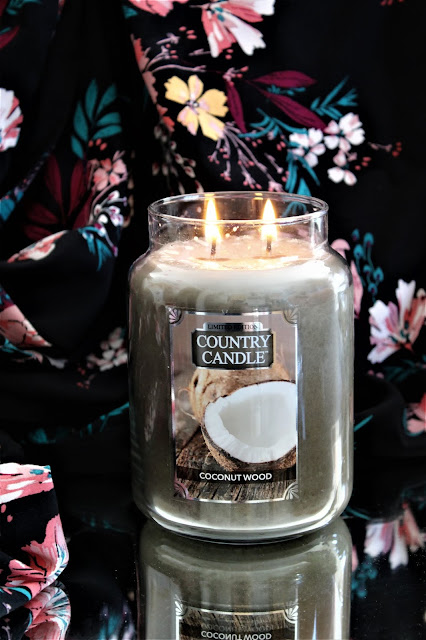 bougie country candle coconut wood, country candle coconut wood avis, coconut wood candle, coconut wood de country candle, bougies parfumées country candle, bougie country candle avis, bougies, candles, home fragrance, blog sur les bougies, bougie parfumée à la cire végétale, bougie parfumée 2 mèches