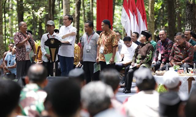 H. Sukandar dan Saniatul Lativa Hadiri Acara Penyerahan SK Perhutanan Sosial di Jambi Oleh Presiden Jokowi
