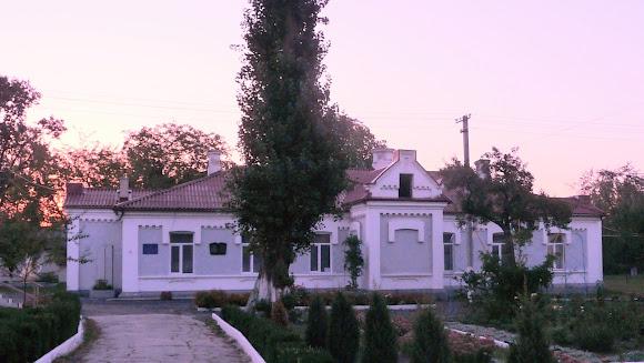 Новоселица. Бывшая таможня, основанная в 1873 г. Сейчас – лицей и музей истории лицея