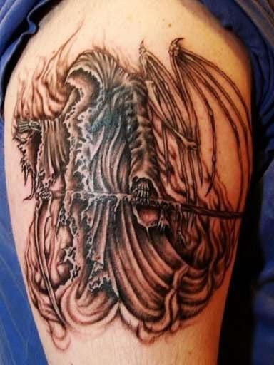 Grim Reaper tatuagem com um esqueleto de asas. Outras representações mostrar o reaper com asas de anjo, enquanto neste projeto as asas são também, em seu óssea aparência.