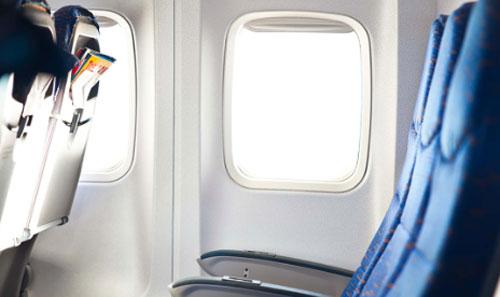 TOMBOL RAHASIA : Ada tombol rahasia yang bisa mengatur tempat sandaran duduk anda di pesawat menjadi lebih lapang dan lega. Photo GABRIEL ROBEK/SHUTTERSTOCK