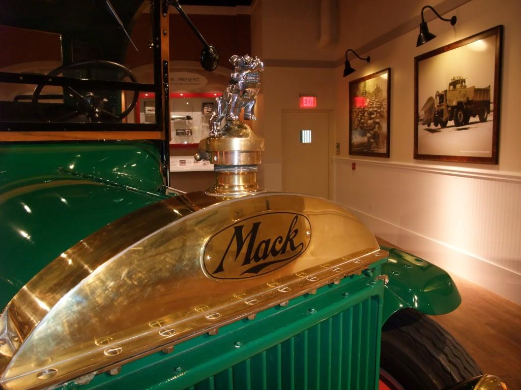 Bonnet Mascot mack Truck Type Trend Mark Gold Plated Bulldog