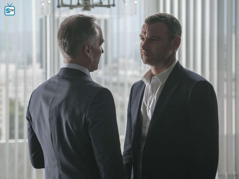 Ray Donovan - Episode 4.08 - The Texan - Promo, Sneak Peeks, Promotional Photos & Synopsis