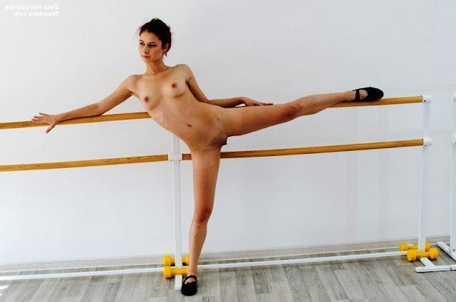 Балерина танцует без трусиков Эротика фото www.pornvk.ru > Балерина танцует без трусиков!