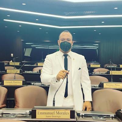 Enmanuel Morales toma posesión como diputado de la República