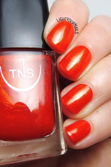 Smalto arancione TNS Cosmetics Firenze 541 Calipso (Lungomare 2018) orange nail polish #nails #unghie #lightyournails #TNSCosmetics #TNSLungomare