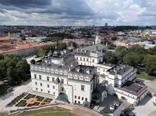 palazzo granduchi di lituania visto dalla torre gediminas