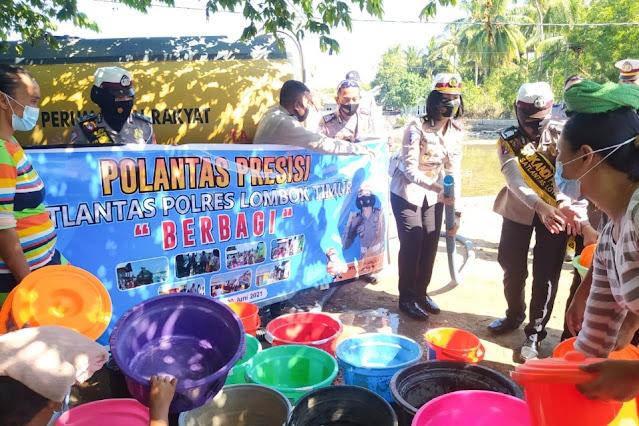Satlantas Polres Lombok Timur salurkan air bersih di Pijot