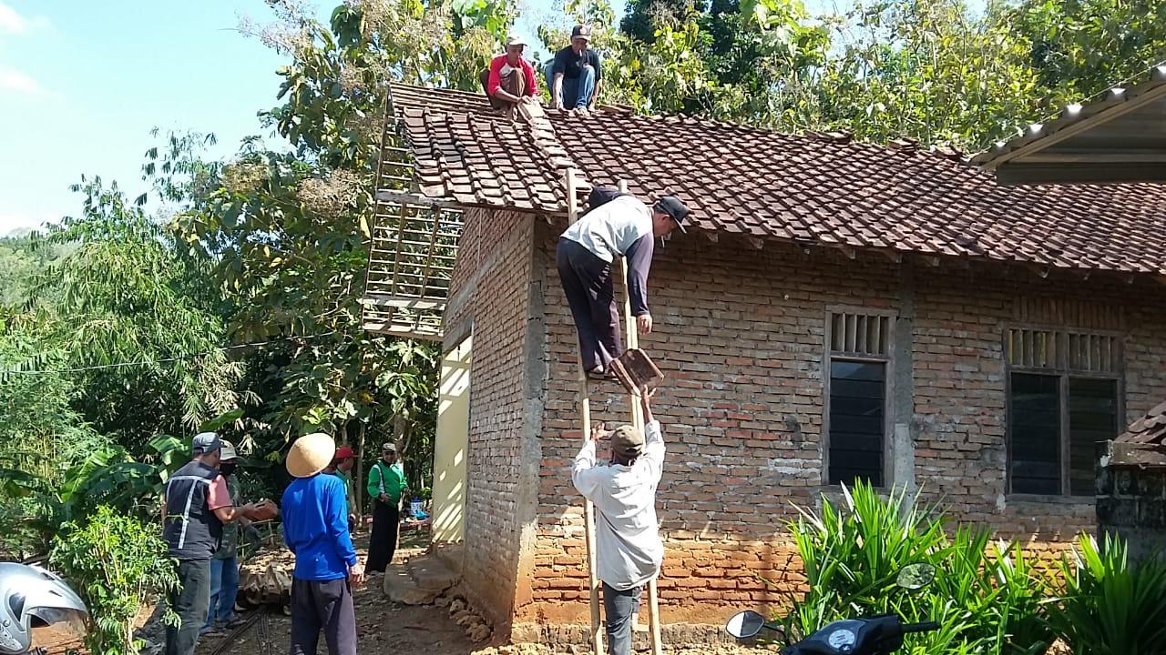 Gotong Royong Rehap Rumah Cikal Bakal Pondok Pesantren Salafah Al Iklas Gunung Genuk Sorot Nuswantoro News