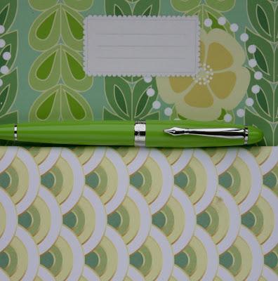 Green Plooms fountain pen
