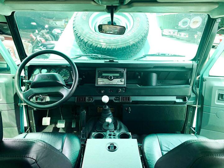 Xe độc Land Rover Defender TD5 2002 tại Việt Nam