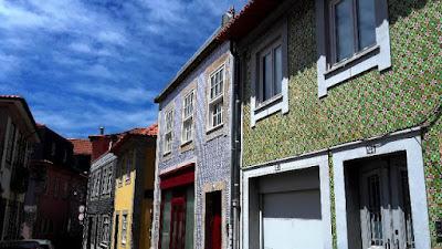 casas coloridas em fuela da Foz