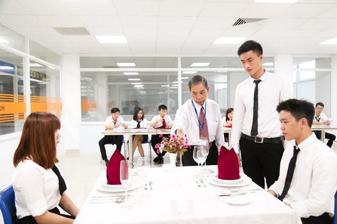 Những tố chất cần thiết để theo đuổi ngành Quản trị khách sạn