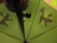 """Knopf: VON LILIENFELD grüner Regenschirm mit Tiermotiv """"Schattenfrosch"""""""