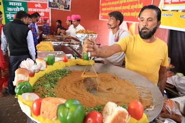 Geeta Jayanti LIVE: विदेशियों को भा रहा है राजस्थानी दाल-बाटी चुरमा