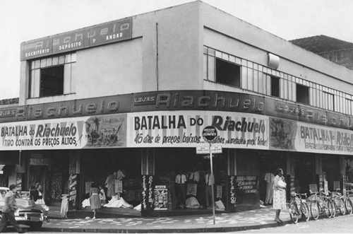 83c6c51f830a1 A história começaria a mudar no ano de 1979, quando a família Rocha, que já  morava em São Paulo e comandava o Grupo Guararapes, que atuava no segmento  de ...