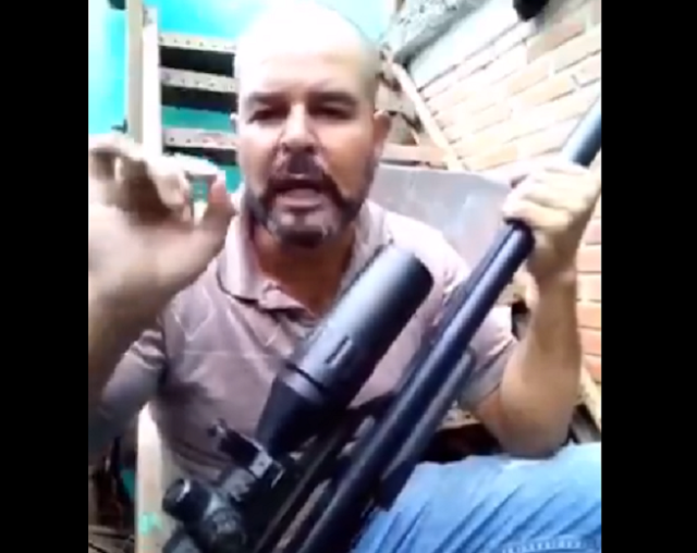 VIDEO.- Cuando nos tocan a uno nos tocan a todos, Jesús Torres el conocido agitador en protestas violentas se exhibe con un rifle y lanza amenazas