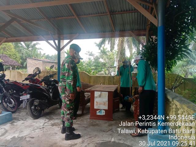 Bersinergi Dengan Perangkat Desa Personel Jajaran Kodim 0208/Asahan Bersama Masyarakat Laksanakan Gotong-royong
