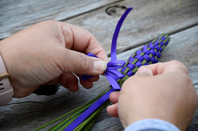 How to Weave Aromatic Lavender Wands