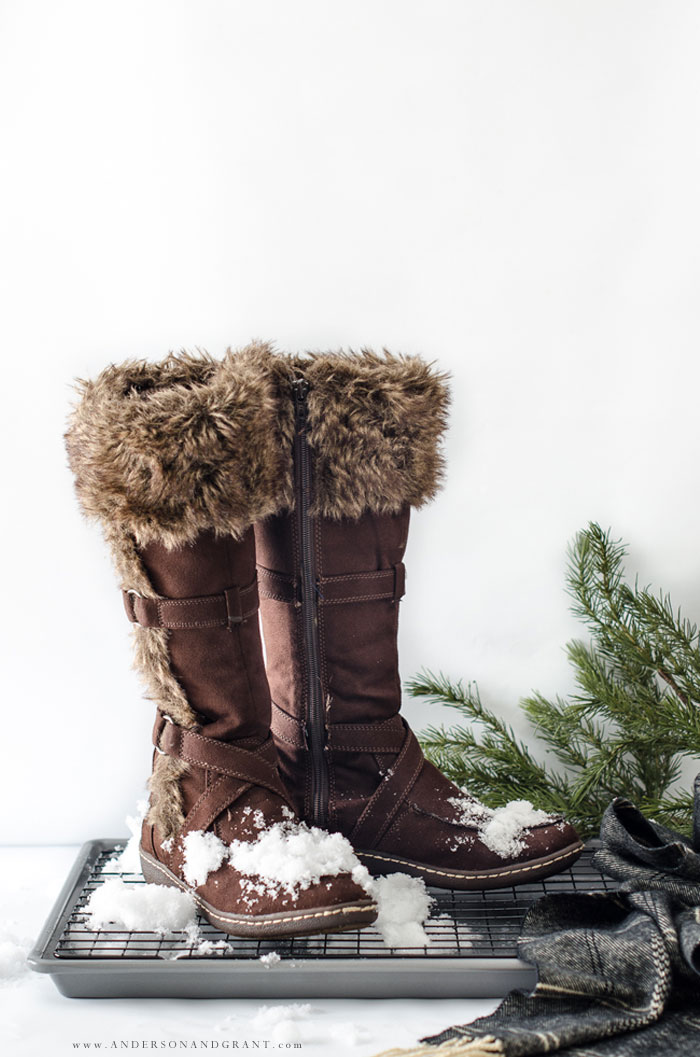 This easy DIY boot tray will keep snowy boots off your floor this winter. #winter #DIY #MarthStewart #simplify #andersonandgrant