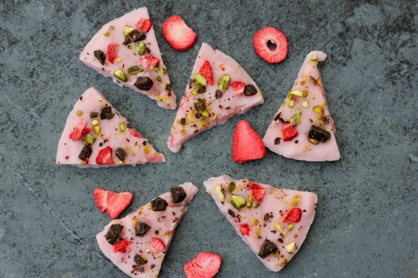 Strawberry Frozen Yogurt Bark