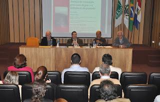 """""""Colômbia na atualidade: justiça de transição, processo de paz e a influência do passado"""" foi tema da palestra no UNIFESO"""