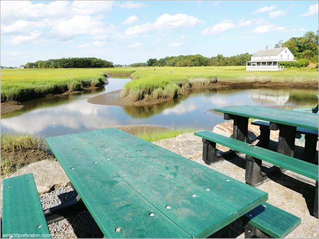 Lobster Shacks en Massachusetts: Vistas desde las Mesas del Exterior del JT Farnham's