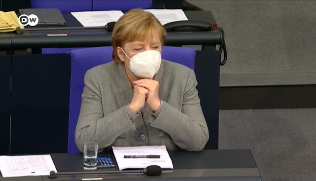 """Merkel jogállamisága: különleges """"korona-törvényt"""" hozott a Bundestag az alapjogokat csökkentve"""