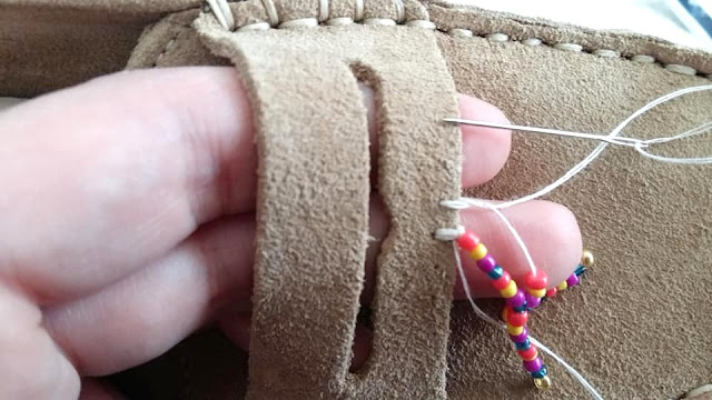 DIY-mocassins-perles-écussons