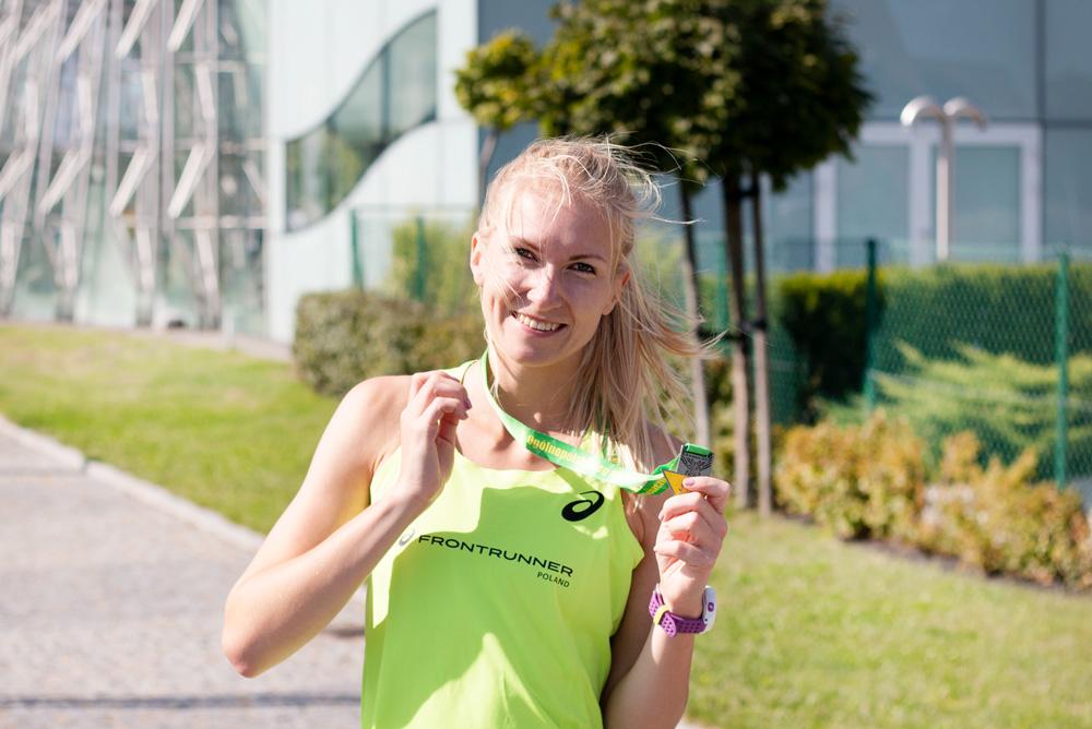 running medal, running girl