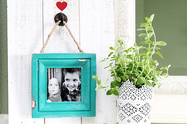 Chippy Farmhouse style picture frame - i love you to the moon and back