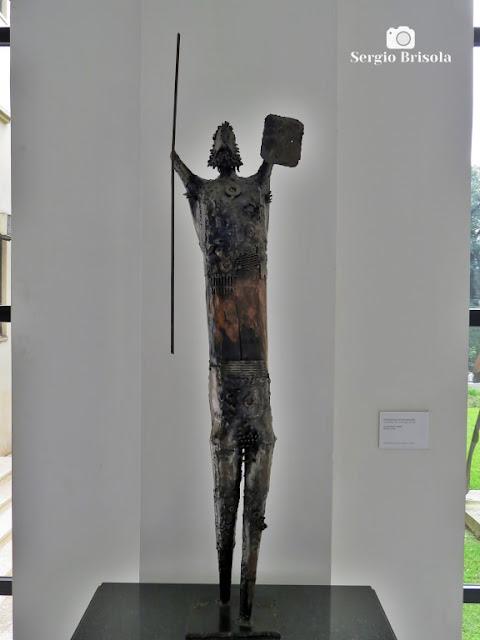 Close-up da Escultura O Guerreiro - Palácio dos Bandeirantes - São Paulo