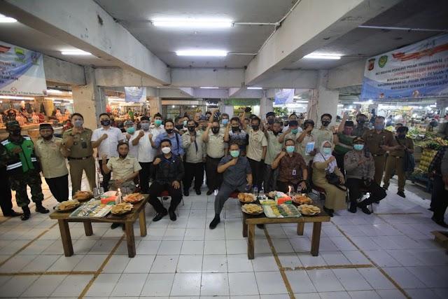 Pemkot Bandung & Appetra Bagikan 4000 Masker Kepada Pedagang Tradisional