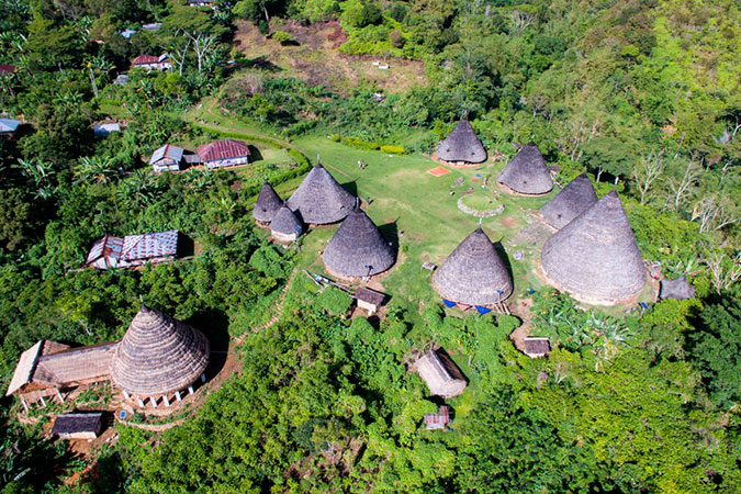 Dlium Wae Rebo, trekking to the Mbaru Niang houses