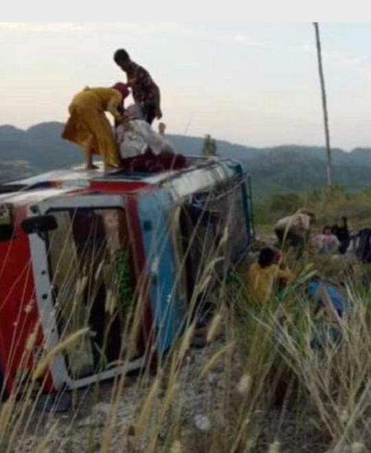 Mobil yang terguling di Madina dan menewaskan seorang penumpang.