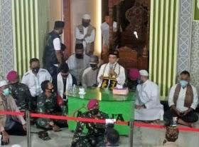 Terharuuu.. Melihat Prajurit TNI Mencintai dan Menjaga Ustadz Abdul Somad