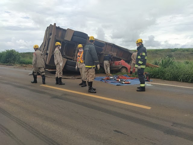 Mineiros: Três pessoas morrem em colisão na BR-364
