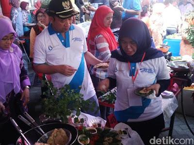 Festival masak mendoan khas banyumas