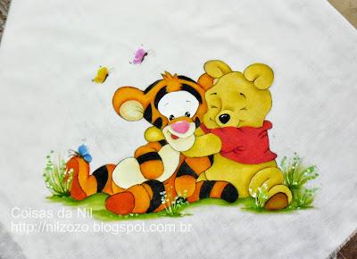 ursinho pooh e tigrão pintados em manta de bebe