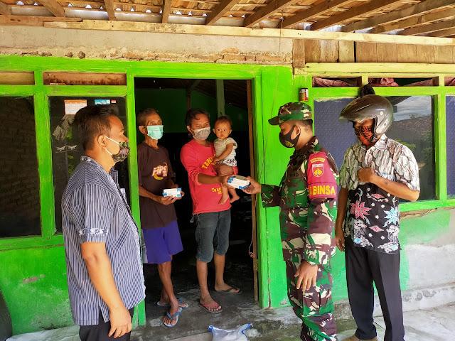 https://www.tni.wartaindo.news/2020/09/muspika-gemolong-bersinergi-bagikan-masker-gratis-untuk-masyarakat-pengguna-jalan/ http://hariansoloraya.com/babinsa-ini-protokol-kesehatan-yang-harus-dipatuhi-masyarakat/