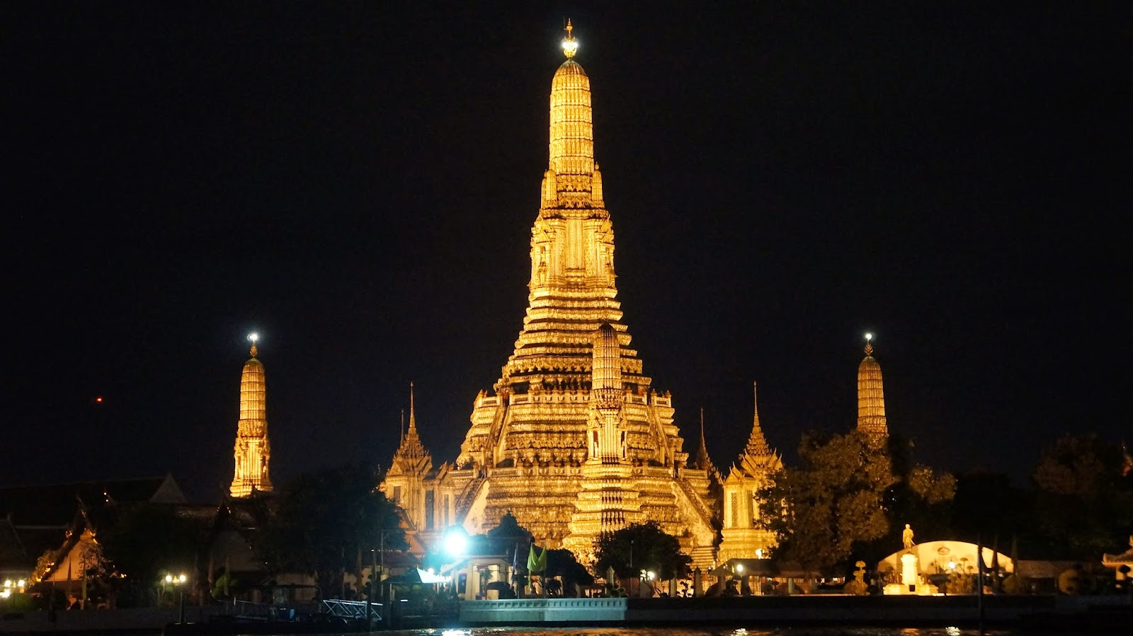 View of Wat Arun in the night time