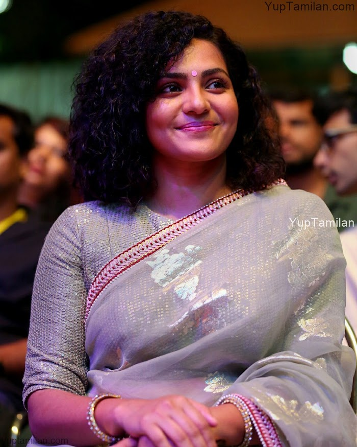 Parvathy menon Hottest Saree Pictures-Beautidul Saree wearing stills