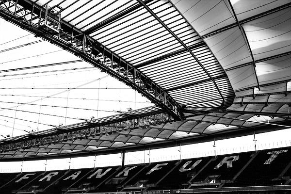 Foto minimalista del estadio de futbol Commerzbank Arena