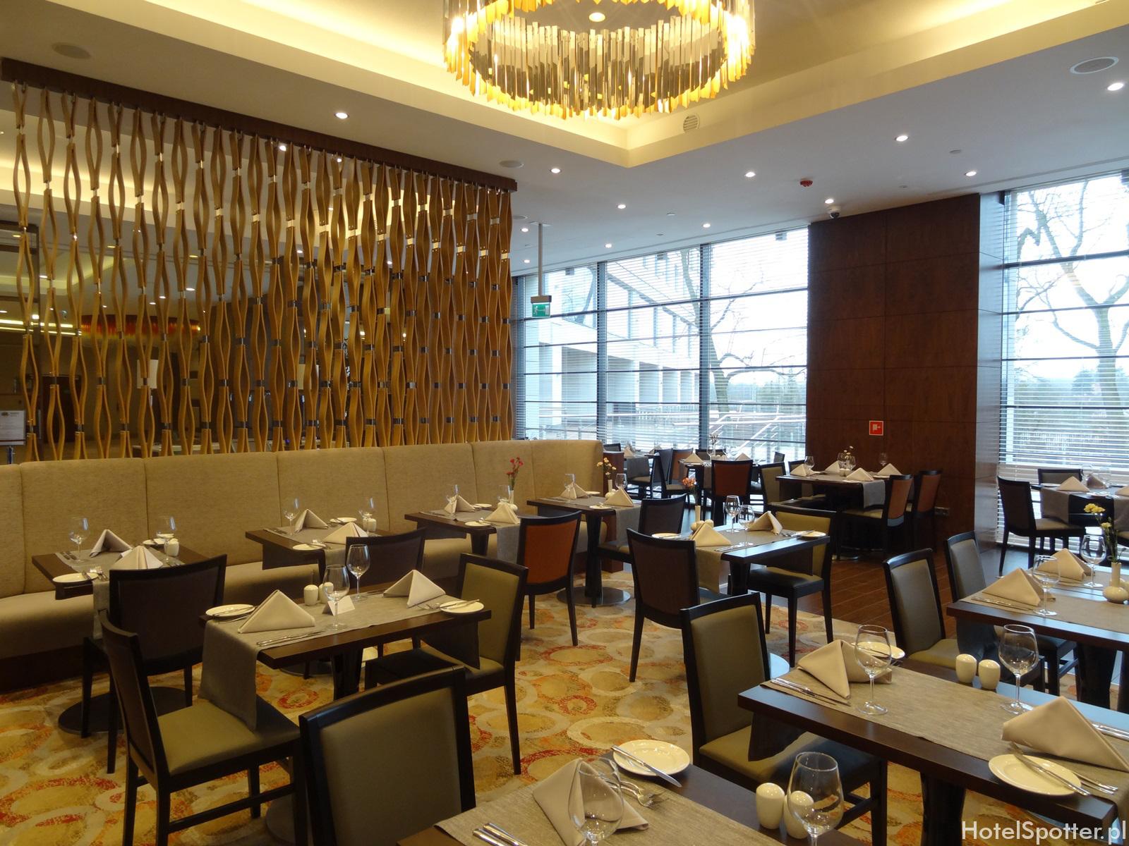 DoubleTree by Hilton Warsaw - restauracja garden
