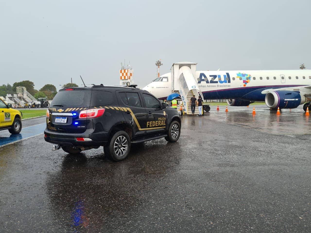 Ex-servidor público é preso por agentes da PF ao desembarcar em Santarém