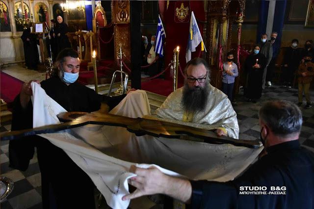 Σε κλίμα κατάνυξης η αποκαθήλωση στον Άγιο Γεώργιο Ναυπλίου (βίντεο)